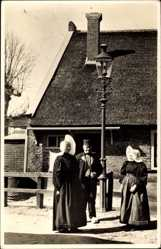 Ak Huizen Nordholland, Kleederdracht, Niederländer in Trachten, Laterne