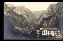 Postcard Naerotalen Norwegen, Hotel Stalheim, Haus im Tal, Gebirge