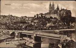 Partie an der Elbe mit Stadtpanorama