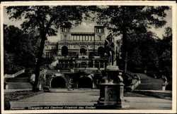 Orangerie, Denkmal Friedrich des Großen