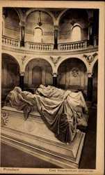 Mausoleum, Inneres