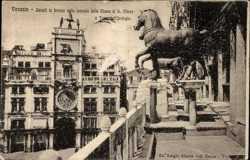 Cavalli in bronzo sulla facciata della Chiesa